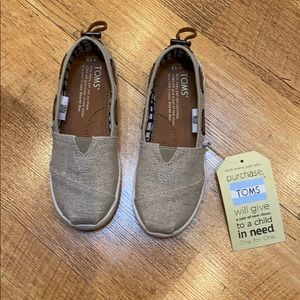 Brand new toms 12 y